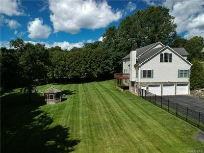 19 STRAWBERRY FIELDS LN, Mahopac, NY 10541 - Photo 2