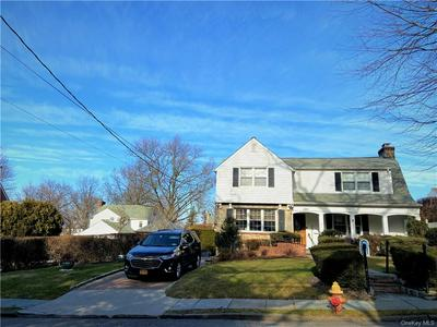 135 HOLLS TER N, Yonkers, NY 10701 - Photo 2