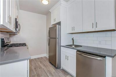 475 BRONX RIVER RD APT 5D, YONKERS, NY 10704 - Photo 1