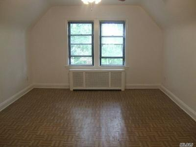 83-35 DANIELS ST 2ND FL, Briarwood, NY 11435 - Photo 2