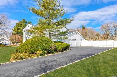 10 SUNCREST DR, Dix Hills, NY 11746 - Photo 2