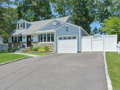 13 SHELLEY PL, Huntington Sta, NY 11746 - Photo 2