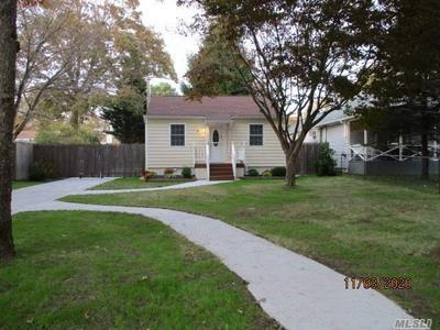 43 REXMERE AVE, Farmingville, NY 11738 - Photo 2