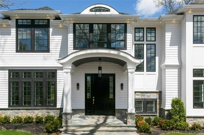 51 SQUIRREL HILL RD, East Hills, NY 11577 - Photo 2
