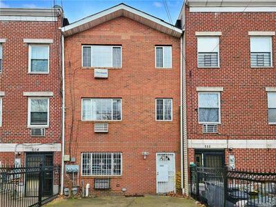662 CROTONA PARK S, BRONX, NY 10456 - Photo 1
