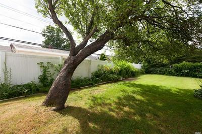 605 HEATHCLIFF DR, Seaford, NY 11783 - Photo 2