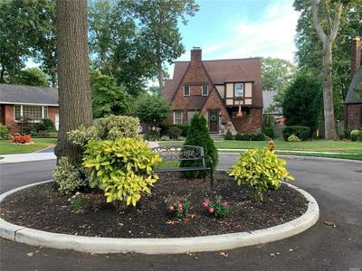26 OAK CT, Merrick, NY 11566 - Photo 2