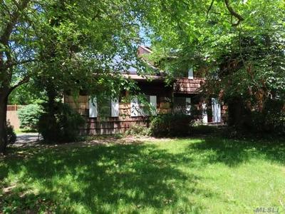 105 TRUXTON RD, Dix Hills, NY 11746 - Photo 2