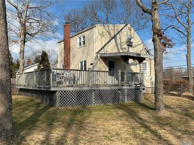243 ROYAL AVE, Riverhead, NY 11901 - Photo 2