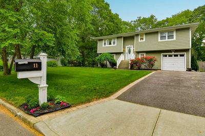 11 CENTRAL WOODS LN, Brookhaven, NY 11719 - Photo 1