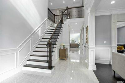 10 EXCELSIOR COURT, Roslyn, NY 11576 - Photo 2