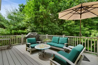 25 GLASSBURY CT, Mount Kisco, NY 10549 - Photo 2