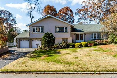9 PEACOCK DR, East Hills, NY 11576 - Photo 1