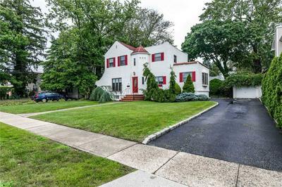 245 WYNSUM AVE, Merrick, NY 11566 - Photo 2