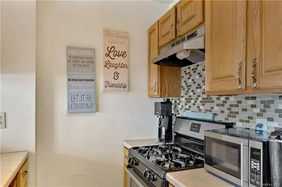106 ADMIRAL LN # 4106B, BRONX, NY 10473 - Photo 2