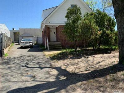 17 OAK DRIVE HOUSE, Syosset, NY 11791 - Photo 1