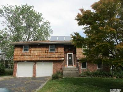137 CROSS RD, Oakdale, NY 11769 - Photo 1