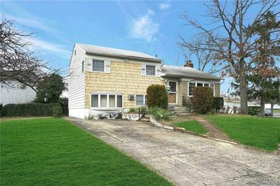 4045 DALEVIEW AVE, Seaford, NY 11783 - Photo 2