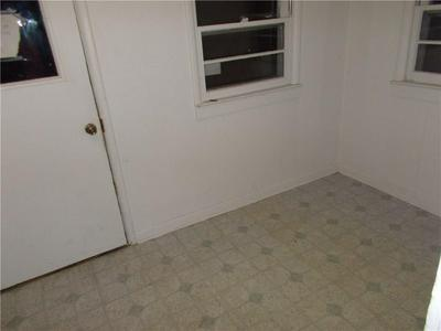 1005 CENTER ST, Grinnell, IA 50112 - Photo 2