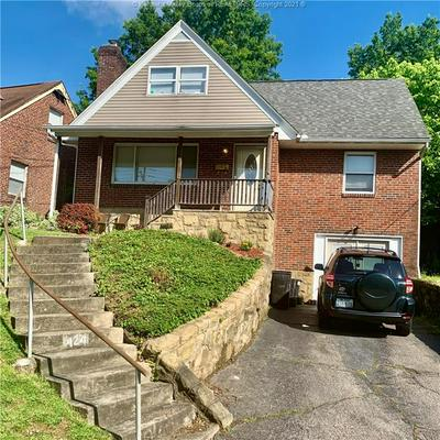 424 LINDEN CIR, Huntington, WV 25705 - Photo 1