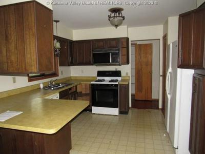 1645 KENWOOD RD, Charleston, WV 25314 - Photo 2