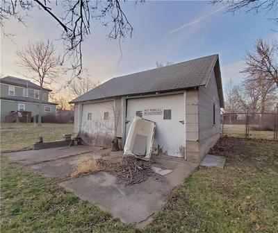 236 W 6TH AVE, Garnett, KS 66032 - Photo 2