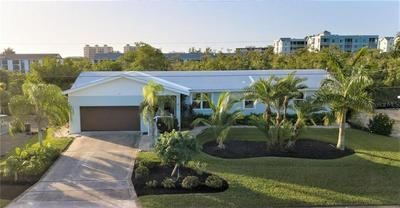 26 FAIRVIEW BLVD, FORT MYERS BEACH, FL 33931 - Photo 2