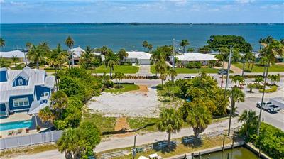 626 KEY ROYALE DR, Holmes Beach, FL 34217 - Photo 2