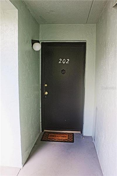 2820 SOMERSET PARK DR APT 202, TAMPA, FL 33613 - Photo 2