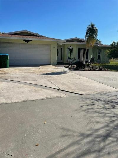 1081 HONEYSUCKLE LN, LARGO, FL 33770 - Photo 1