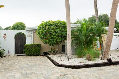 635 AVENIDA DEL NORTE, Sarasota, FL 34242 - Photo 2