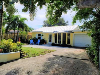 1940 DOFFER LN, North Palm Beach, FL 33408 - Photo 1