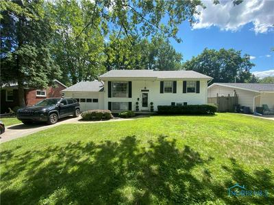 827 CHERRY LN, Waterville, OH 43566 - Photo 1