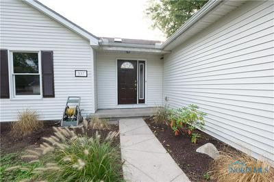537 FAVONY AVE, Holland, OH 43528 - Photo 2