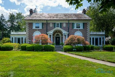 2135 HAWTHORNE RD, Ottawa Hills, OH 43606 - Photo 1