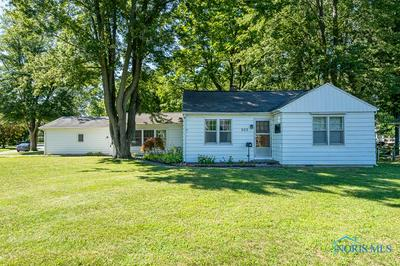 203 WILKSHIRE DR, Waterville, OH 43566 - Photo 2