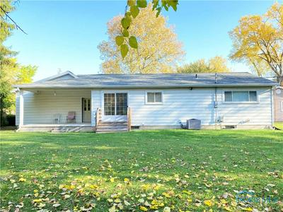 487 HOOVER DR, Fostoria, OH 44830 - Photo 2