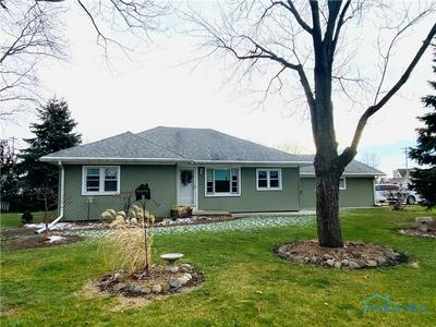 102 W CHESTNUT CT, Wauseon, OH 43567 - Photo 1