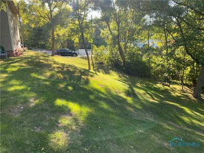 1040 STEVENSON ST, Napoleon, OH 43545 - Photo 2