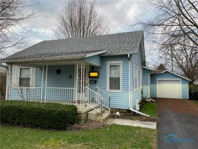 215 INDEPENDENCE AVE, FOSTORIA, OH 44830 - Photo 1
