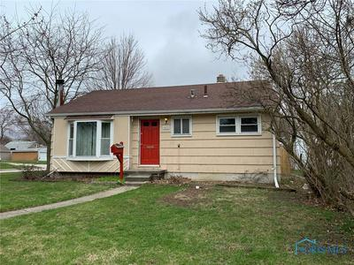 401 CLINTON ST, MAUMEE, OH 43537 - Photo 2