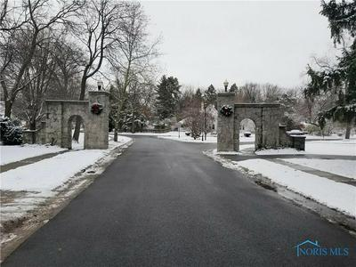 420 FOREST DR, Rossford, OH 43460 - Photo 2