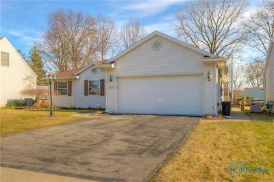 1030 BEDFORD WOODS DR, Toledo, OH 43615 - Photo 2