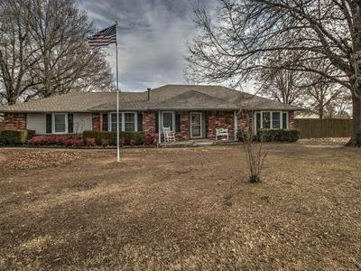 9206 E MULBERRY LN, Claremore, OK 74019 - Photo 2
