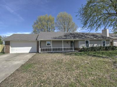 1801 S OKLAHOMA ST, PRYOR, OK 74361 - Photo 2