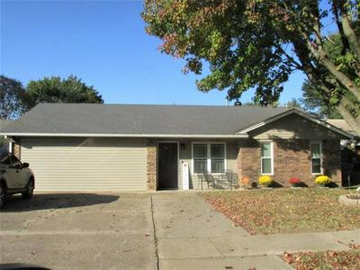 444 FAIRFAX DR, Muskogee, OK 74403 - Photo 1
