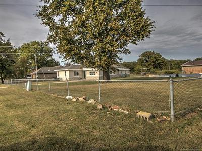 412 N 1ST ST, Langley, OK 74350 - Photo 2
