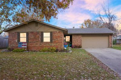 1108 W WILL ROGERS CT, Claremore, OK 74017 - Photo 1