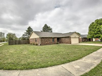 212 MAGNOLIA ST, Pryor, OK 74361 - Photo 1