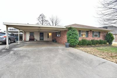 206 N DAVIS AVE, Claremore, OK 74017 - Photo 1